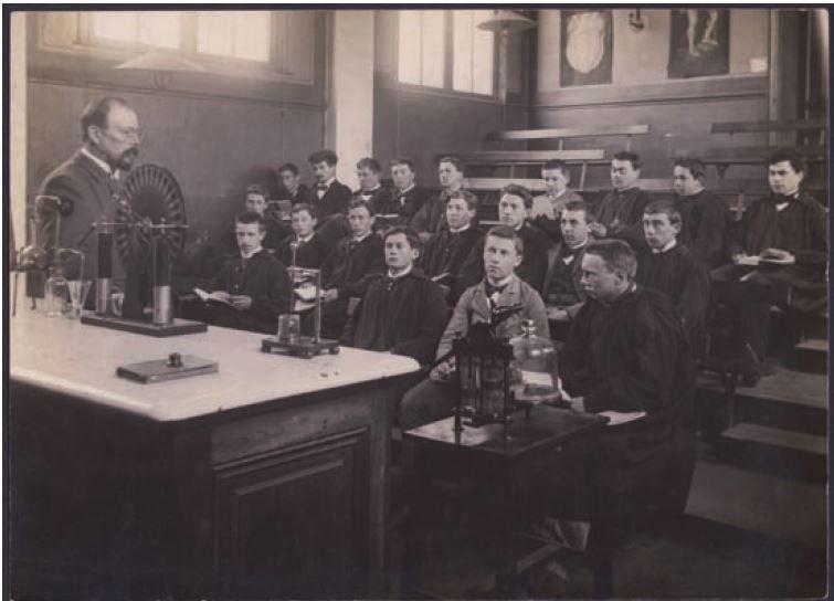 Leçon de physique à l'École normale primaire de garçons d'Évreux, vers 1900