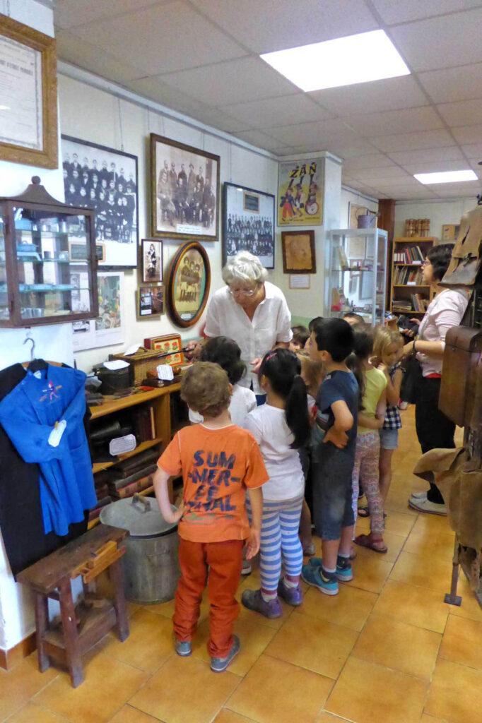 Une classe dans le musée - Notre école - Antibes
