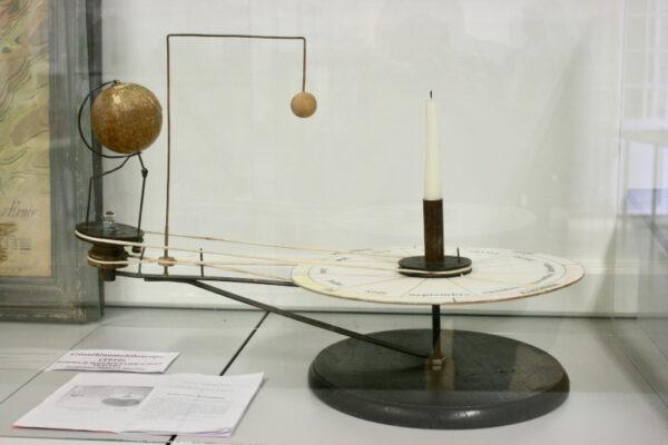 Musée de Laval : le géosélénomobiloscope